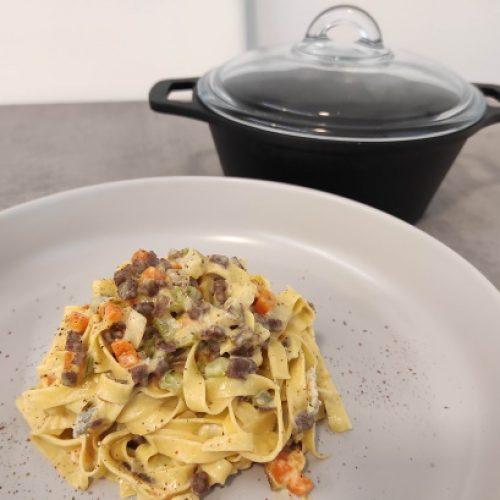 Tagliatelle con manzo affumicato, verdurine e gorgonzola